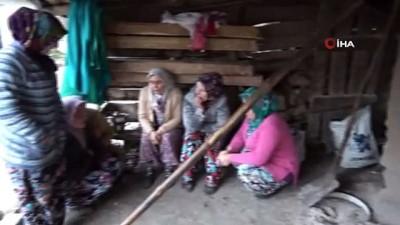 İmkansızlıklar nedeniyle tamamlanamayan cami için köylü kadınlar ekmek yapıp satıyor