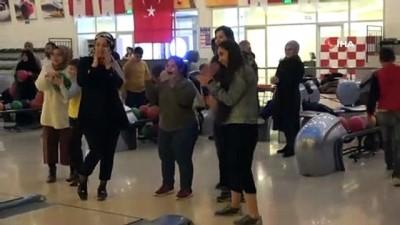 Engel tanımadılar, bowlingde şov yaptılar