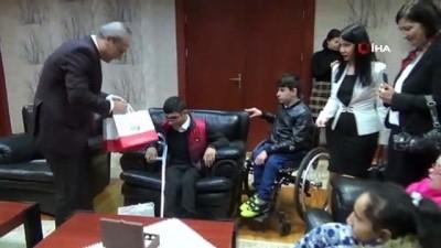 makam koltugu -  Kaymakam Ali Partal, koltuğunu özel öğrencilere devretti