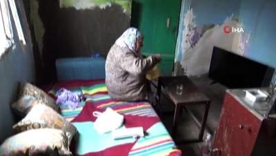 komur yardimi -  Yıkık dökük evde 70 yaşındaki ninenin soğuk havada yaşam mücadelesi
