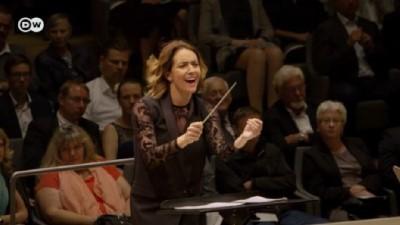 Avustralya'nın ilk kadın orkestra şefi
