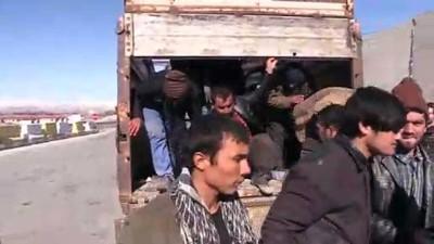 kacak gecis - Kamyon kasasında 72 düzensiz göçmen yakalandı - ERZİNCAN