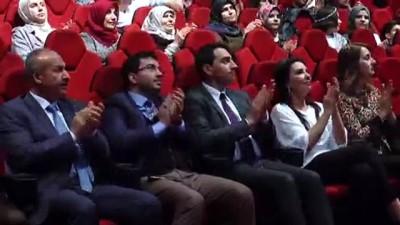 Usta oyuncu Perihan Savaş Arnavutluk'taki sinemaseverlerle buluştu - TİRAN