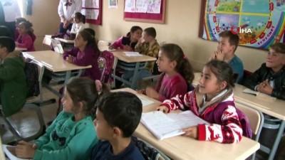 Bahçeşehir basketbol takımı Suriye sınırındaki öğrencilerle bir araya geldi