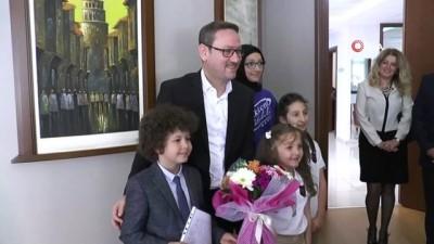 """makam koltugu -  Başakşehir Belediye Başkanı Yasin Kartoğlu makamını """"Çocuk Başkan"""" a devretti  Videosu"""