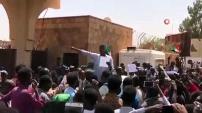 - Sudanlılardan Mısır Büyükelçiliği önünde protesto