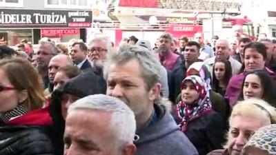 makam koltugu - Mazbatasını aldı, down sendromlu Serkan'ı başkanlık koltuğuna oturttu - ÇANAKKALE Videosu