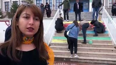 aday ogretmen - Aday öğretmenler okulun merdivenlerini boyadı - SİVAS