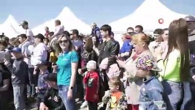 - Rus Rekortmen 18 Tonluk Kamyonu İple Çekerek Yeni Dünya Rekoruna İmza Attı