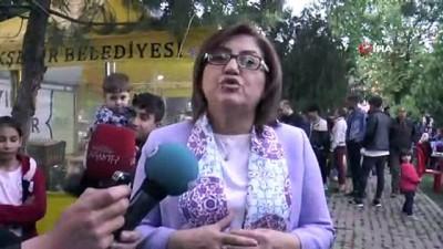 fatma sahin -  Fatma Şahin kardeşlik sofrasında vatandaşla iftarını açtı
