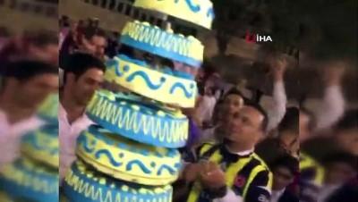 Mardinli gelin ve damat, düğünde Fenerbahçe forması girdi