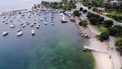 Sıcaktan bunalan vatandaşlar kendilerini Caddebostan Plajı'na attı