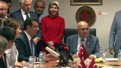 İstanbul Büyükşehir Belediye Başkanı Ekrem İmamoğlu, mazbatasını aldı