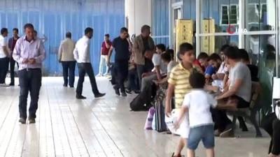 ucak bileti -  Van'a gelen tatilcilerin bayram dönüşü yoğunluğu başladı