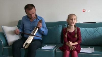Rizeli baba kız 'Atma Türkü' geleneğini yaşatıyor