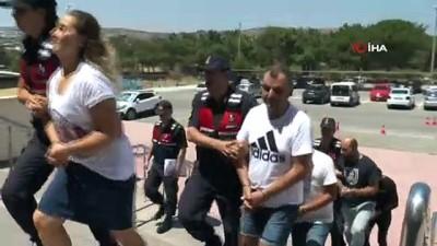 arac plakasi -  İnsan kaçakçıları kıs kıvrak yakalandı