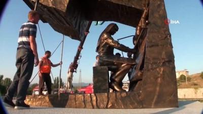 akon -  Sındırgı'da iki yeni heykel ilçenin simgesi olacak
