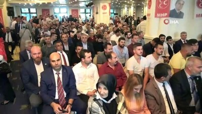 Partilerinden ayrılan İYİ Partililer rozet takarak MHP'ye geçti