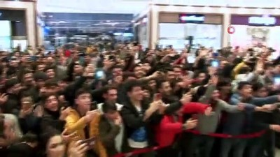 sinema salonu -  Diyarbakır'da 'Sıfır Bir' izdihamı