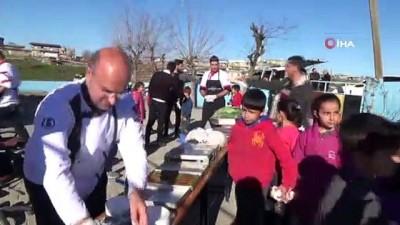karne hediyesi -  Öğretmenlerin mesajını dikkate aldı, 57 okula 1 buçuk ton tatlı dağıttı