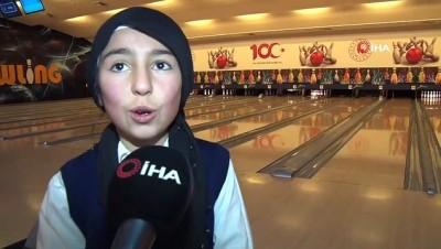 Öğrenciler hayatlarında ilk kez bowling oynadı