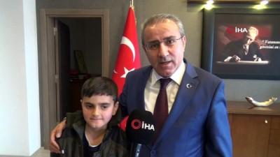 karne hediyesi -  Türkiye'nin konuştuğu simitçi çocuğa kaymakam cep telefonu hediye etti