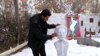 Sivaslı heykeltıraş soğuğu sanata dönüştürerek Aşık Veysel'in kardan heykelini yaptı