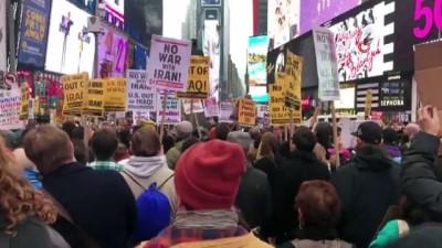 - Times Meydanı'nda savaş karşıtı protesto