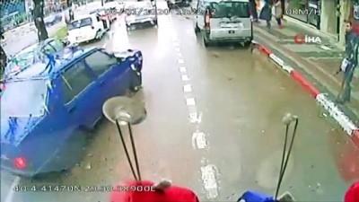dikkatsiz surucu -  Aniden otobüsün önüne kıran sürücünün kaçmasına yolcular izin vermedi