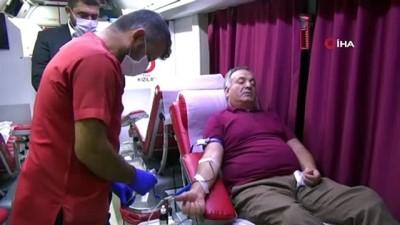 eski milletvekili -  Görme engelli eski milletvekili Ayva, kan bağışı yaparak çağrı yaptı