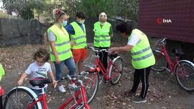 Bafralı kadınlar bisiklet sürmeyi öğreniyor