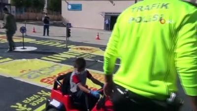 emniyet kemeri -  300 öğrenciye akülü çocuk arabalarıyla trafik eğitimi verildi