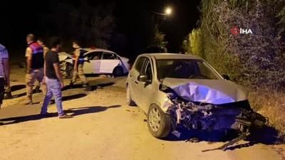 Hatay'da otomobiller kafa kafaya çarpıştı: 5 yaralı