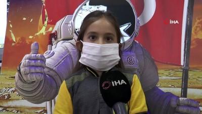 ilkokul ogrencisi -  Karton teleskopla NASA'da dereceye girdiler