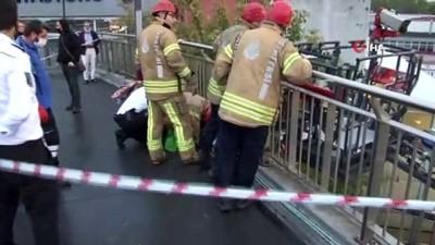 Zeytinburnu metro köprüsünde çocuğun ayağı su giderine sıkıştı