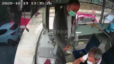 İstediği yerde inemeyince seyir halindeki otobüsün frenine bastı...O anlar kamerada