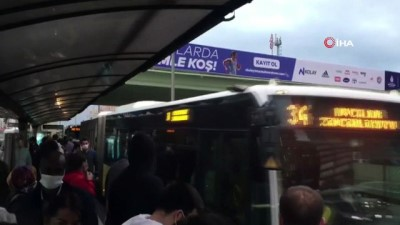 metrobus duraklari -  Metrobüslerde dikkat çeken yoğunluk