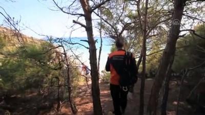 kayali - Deniz kenarındaki kayalıklarda mahsur kalan 4 kişi kurtarıldı - MERSİN