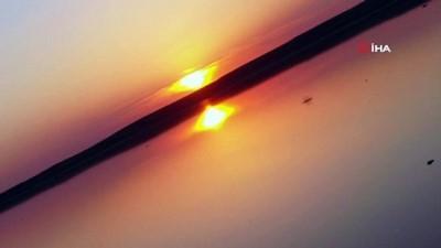 Tuz Gölü'nde renkli günbatımı