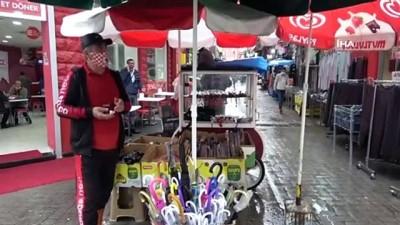 Samsun'da sağanak yağış şemsiye satışlarını arttırdı