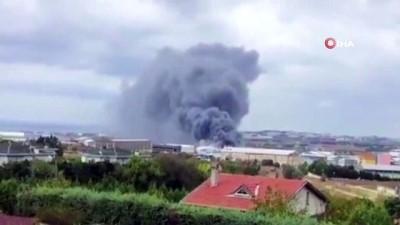 fabrika -  Silivri Ortaköy Sanayi bölgesinde bir PVC fabrikasında yangın çıktı. Olay yerine çok sayıda itfaiye ekibi sevk edildi.