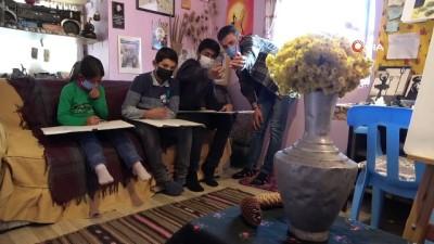 Trafik kazasıyla hayatı değişen üniversite öğrencisi köy çocuklarına umut oluyor