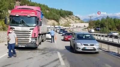 Karabük'te zincirleme trafik kazası: 5 araç birbirine girdi, 2 yaralı