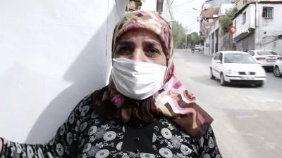 Mahalleli 'deprem oldu' sandı... İzmir'de facianın eşiğinden dönüldü, otobüs iki evin arasına böyle sıkıştı: 6 yaralı