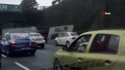 Yasağa rağmen düğün konvoyu yapıp trafik terörü estirdiler