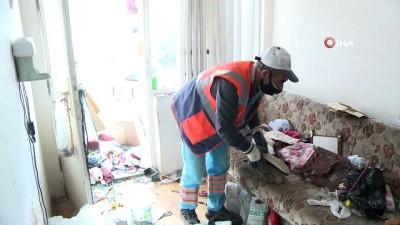 Bursa'da 3 katlı evden 3 kamyon çöp çıktı