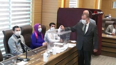 Memur olarak girdiği belediyeye başkan oldu