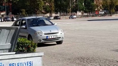 trafik cezasi -  14 yaşındaki çocuğuna araç kullandırdı, cezayı yedi