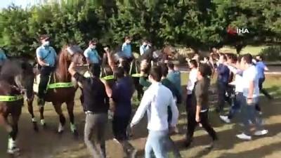 Adana'da atlı birlikler Türk Bayrağı'na selam vererek göreve başladı