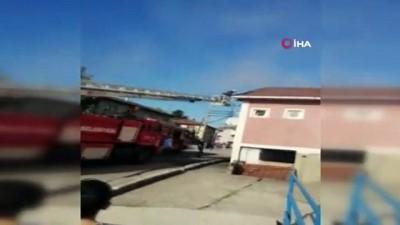Çatı yangını itfaiyenin müdahalesiyle büyümeden söndürüldü